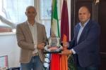 Max Rendina in Campidoglio consegna il riconoscimento 2020 a Daniele Frongia